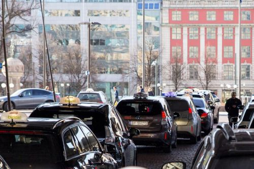 Norway will install the world's first wireless electric car charging stations for Oslo taxis