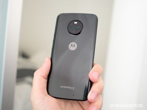 Moto X4 review: A mid-range phone done right