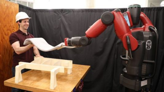 MIT Robot Helps Lifts Objects By Looking at Your Biceps