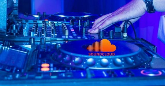 DJs can soon play live sets directly from SoundCloud