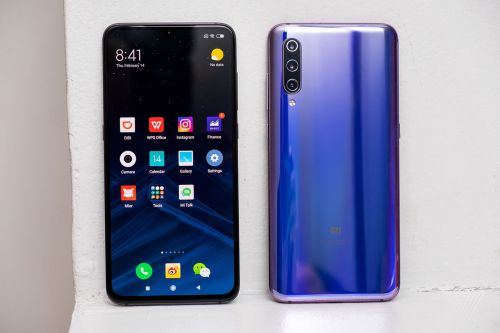 Xiaomi's Mi 9 has three rear cameras and a familiar design