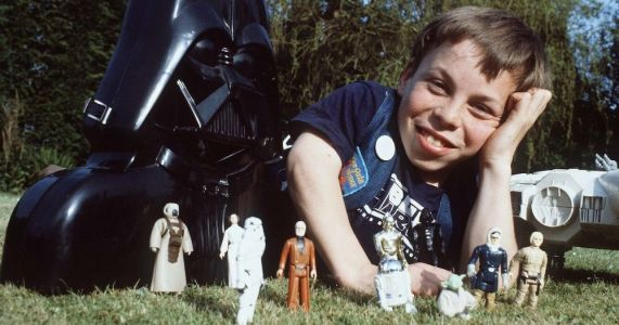 Mark Hamill Responds to Fan in Tweet with Sweet Story about Meeting Warwick Davis on Set of RETURN OF THE JEDIi