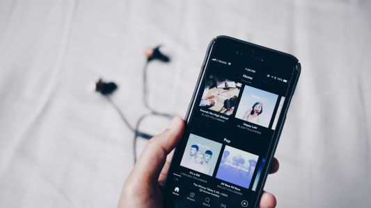 Spotify will soon let musicians upload tunes to rival services
