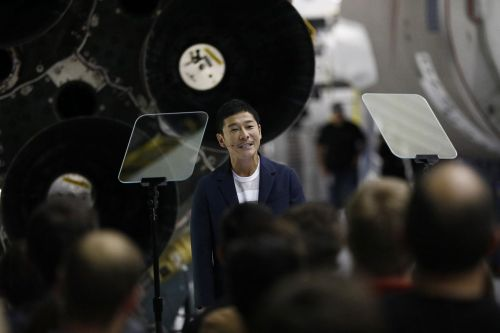 Japanese billionaire is looking for eight people to join him for a Moon voyage on SpaceX rocket