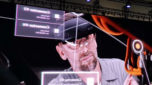 Microsoft HoloLens 2 brings even more VR power