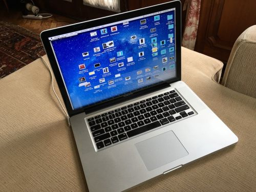 Four things my old MacBook Pro can do better than my newer model