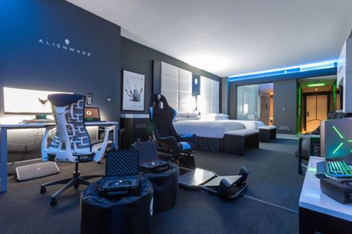 Alienware built a decadent gaming hotel room at the Hilton Panama
