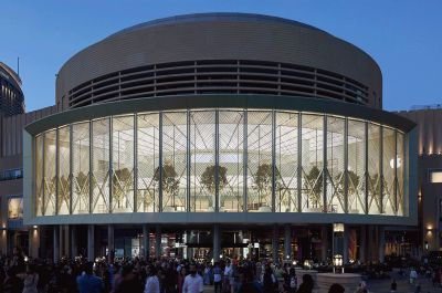 Check out the insane motorized windows on the Apple Store in Dubai