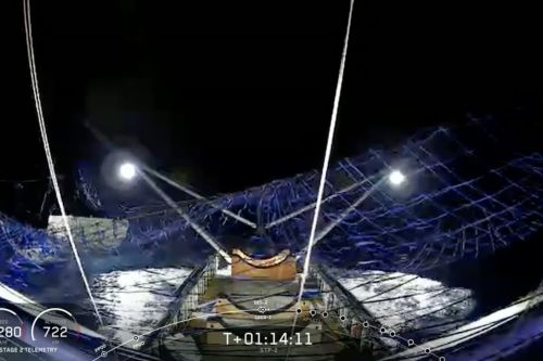 SpaceX catches rocket nosecone for the first time with giant net-wielding boat