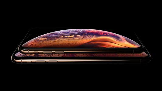 New lawsuit claims Apple hid the notch in its iPhone XS marketing
