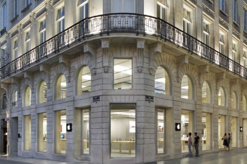 Apple Bordeaux store vandalized and robbed during French 'yellow vest' riots