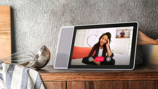 Lenovo delivers the first Google Assistant smart display