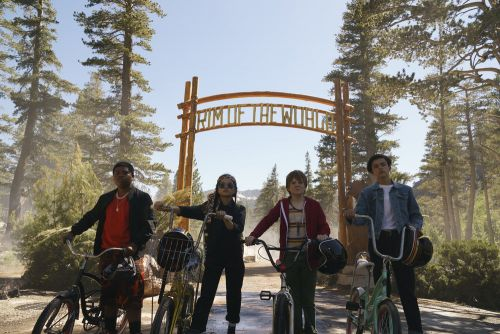 Netflix Original Movie RIM OF THE WORLD Is A Campy Coming-Of-Age Sci-Fi Adventure - One Minute Movie Review