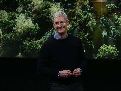 Apple just nabbed two top Google executives to run a secret hardware team