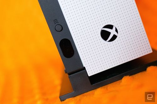 Xbox One gets third-party camera support for game streaming