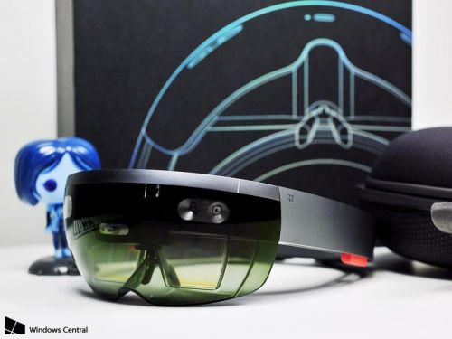 Eye tracking could be in the cards for HoloLens 2