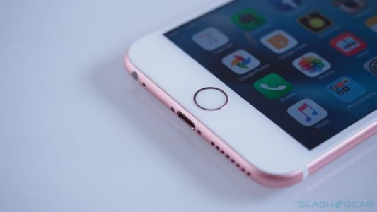 IPhone slowing prompts Senator Thune to question Apple's decision