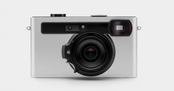 This rangefinder camera uses your phone as a screen
