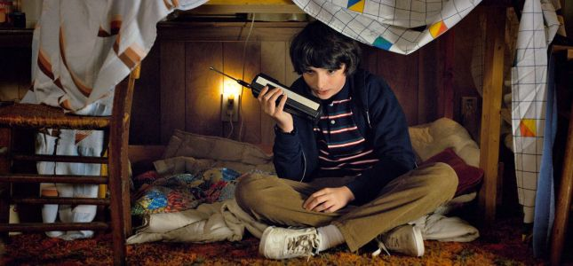 'Stranger Things 2' basically gives everyone a cellphone