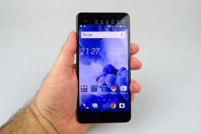 """HTC U Ultra Review: Feels Like a Phone Made For """"Them"""", Not """"U""""; Still, It Comes With a Solid Camera"""