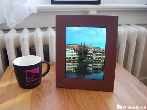Nixplay's Iris is hard to dislike when it comes to cloud-based photo frames