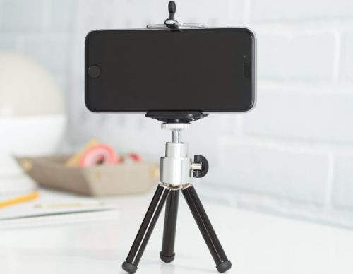 Your photos will look so much clearer thanks to this smartphone tripod, which is only $7 on Amazon