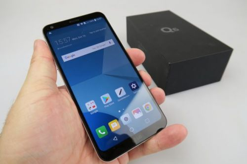 LG Q6 Unboxing: Full Vision Screen Goes Midrange