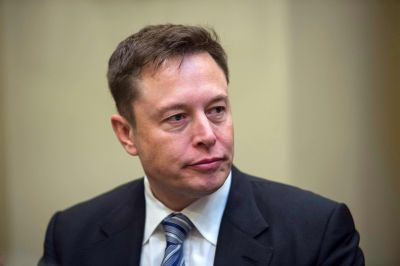 Elon Musk to governors: AI software could replace you, too