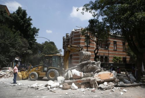 A massive earthquake just hit Mexico City - these terrifying videos show the chaos that followed