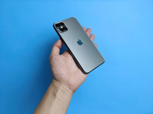 You can also get awesome iPhone 12 deals under T-Mobile's Great Free 5G Phone Upgrade offer