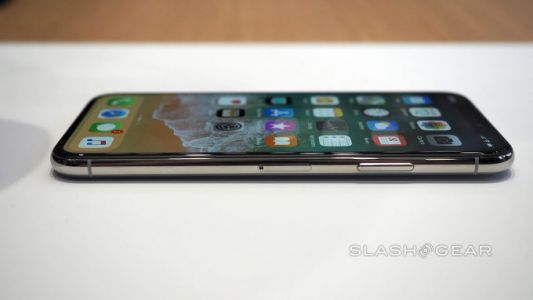 Apple wants cheaper OLED panels from Samsung