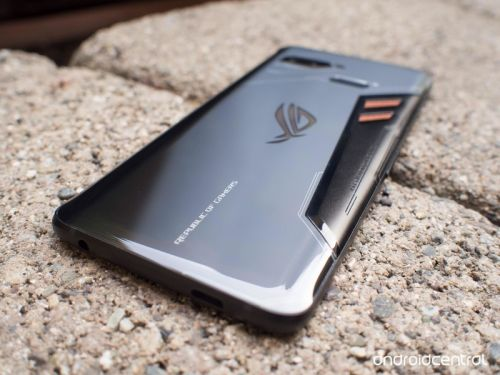 The mad ROG Phone is hitting the UK in time for the holidays
