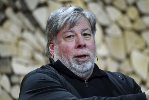 Steve Wozniak joins critics who think Apple Card algorithm might have a major flaw - gender bias