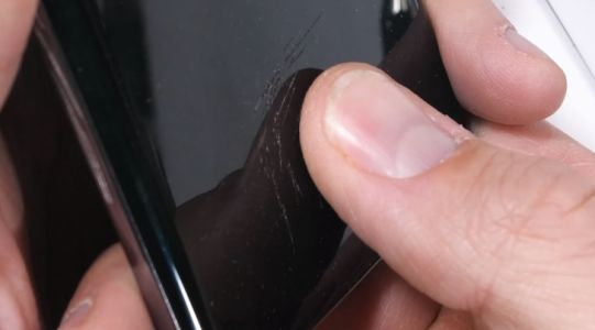 Never use a cheap screen-protector on an expensive phone - Galaxy S10 user learns the hard way