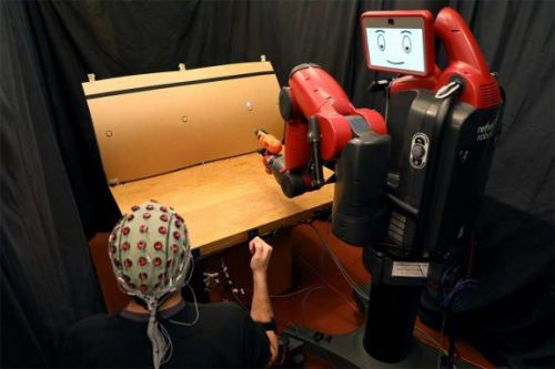 MIT researchers control robots with brainwaves and gestures