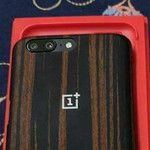 More OnePlus 5 photos leak out, cases and retail box included