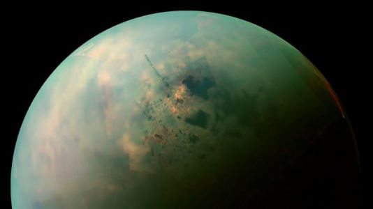 Mysterious 'Bathtub Rings' Circling Titan's Lakes Might Contain 'Alien' Crystals
