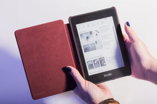 Amazon's new $130 Kindle Paperwhite is a boring device that can't do very much - but that makes it perfect for helping break your app addiction