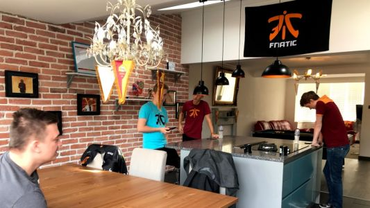 Life inside a pro-esports team house with Fnatic: streaming, training and burritos