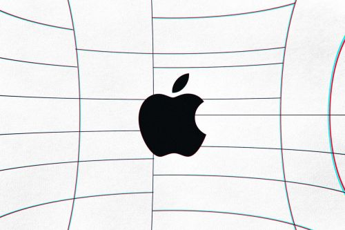 Apple's first VR headset reportedly includes a fabric design, a fan, and expensive price tag