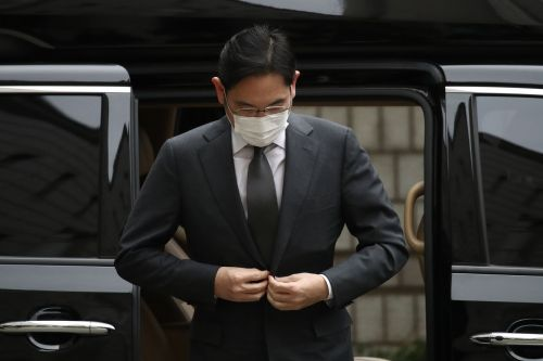 Samsung heir ordered back to prison on bribery charge
