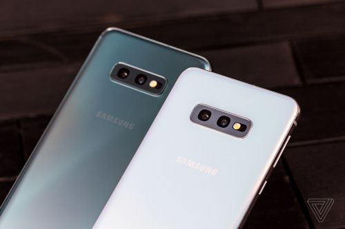 The Samsung Galaxy S10E is small without skimping too much