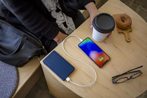 Mophie rolls out iPhone battery packs that charge by a Lightning cable