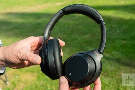 Amazon cuts prices of these premium noise-canceling headphones for Cyber Week