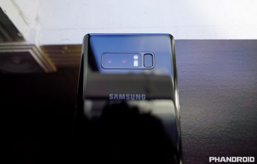 Analysts expect Samsung's smartphone sales to stall next year