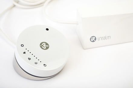 IRealm's Smart Plug 2.0 with built-in touchpad makes its Kickstarter debut