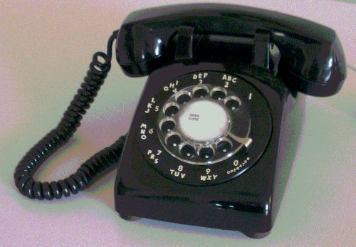 Video: This Challenge Has Teens Attempting To Dial a Rotary Phone in Under 4 Minutes