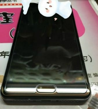 Xiaomi Mi 6 Shows Up in New Photos Before the April 19th Announcement; A Glossy Phone with Dual-Camera
