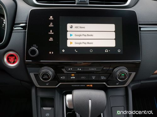 Three ways Android Auto drives circles around Apple CarPlay