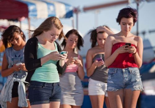 Phone-addicted teens aren't as happy as those who play sports and hang out IRL, new study suggests